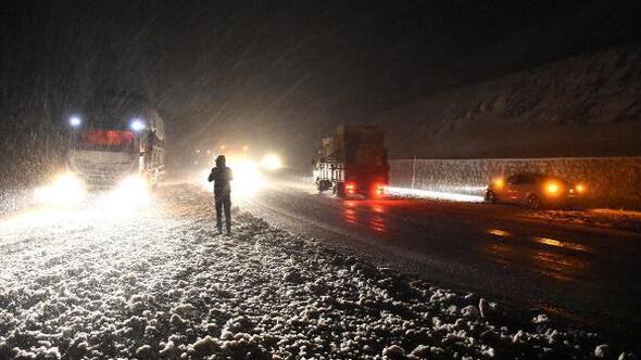 Sivasta kar yağışı ve tipi ulaşımı etkiledi