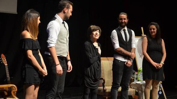 Ayşen Gruda: Cumhuriyet'e sımsıkı yapışın