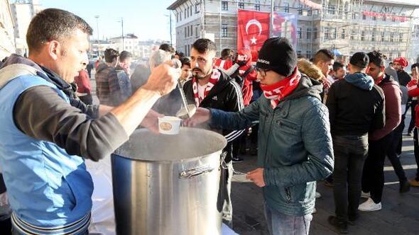 Sivas Belediyesinden Sivasspor taraftarına çorba ikramı
