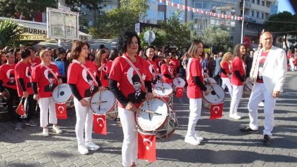 Burhaniye'de Öğretmenler Bandosu konser verdi