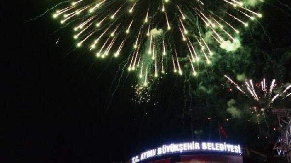 Aydınlılar 29 Ekimi Athena konseriyle kutladı