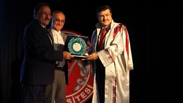 İYYÜ'de yeni akademik yıl Prof. Dr. Karatepe'nin ilk dersiyle başladı