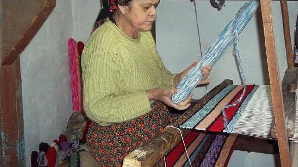 Ata mesleği el dokumacılığını yaşatıyor