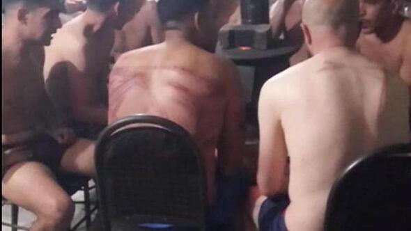Yunanistandan gönderilen göçmenler: Polisler demir çubukla dövdü