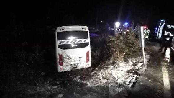 Elazığda yolcu midibüsü kaza yaptı: 17 yaralı