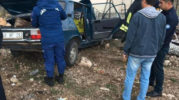 Otomobil bahçe duvarına çarptı: 1 ölü, 3 yaralı
