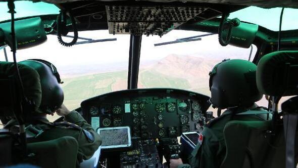 Helikopterle trafik denetiminde araçları arızalanan aile ile yangın tespit edildi
