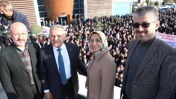 AK Partinin Kayseri Belediye Başkanı adayına havaalanında coşkulu karşılama