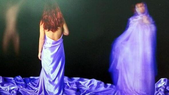 Kadına şiddeti temsili hayatlarla fotoğraflayıp, sergiledi