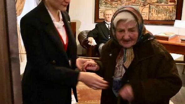 Atatürk'ün yüzüne okumak için ezberlediği şiiri 82 yıl sonra Atatürk Evi'nde okudu