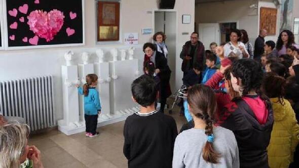 Çocuk tacizlerine karşı heykelli mesaj