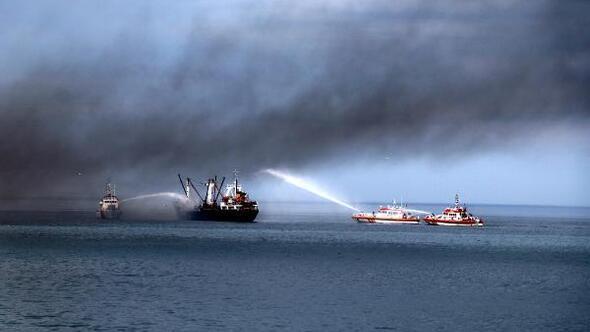 Karadenizde gemi yangını tatbikatı; habersiz vatandaşlar panik yaşadı