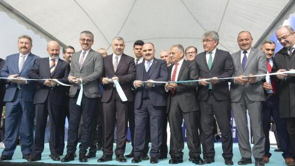Büyükşehir Belediyesinin yatırım ve hizmet tanıtım çadırı açıldı