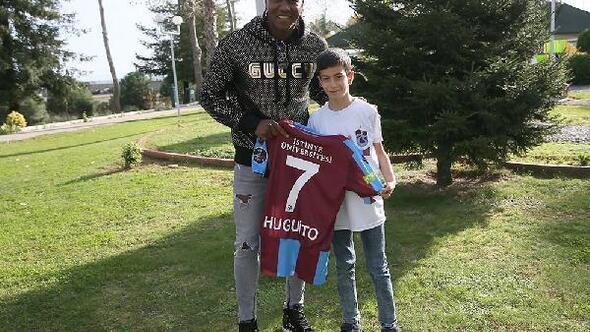 Trabzonsporlu minik taraftar, hayranı olduğu Rodallega ile buluştu