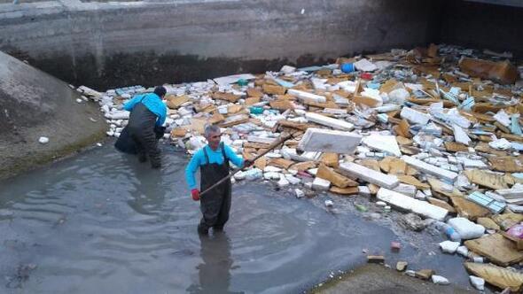 Büyükşehir Belediyesi sulama kanallarında temizlik yaptı