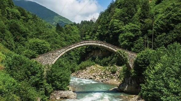 300 yıllık kemer köprü, yol çalışmasında hasar gördü/Ek fotoğraflar
