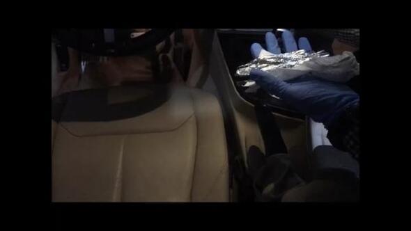 Lüks otomobilde uyuşturucu sevkine 3 gözaltı