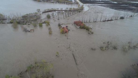 Edirnede sağanak, su baskınlarına neden oldu, yollar kapandı (4)