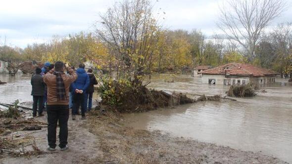 Edirnede sağanak, su baskınlarına neden oldu, yollar kapandı (5)