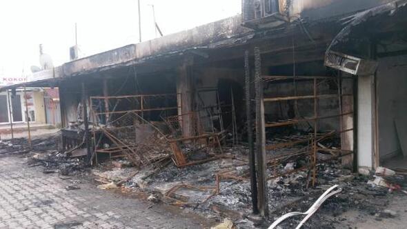Pazaryerindeki 4 işyeri yandı