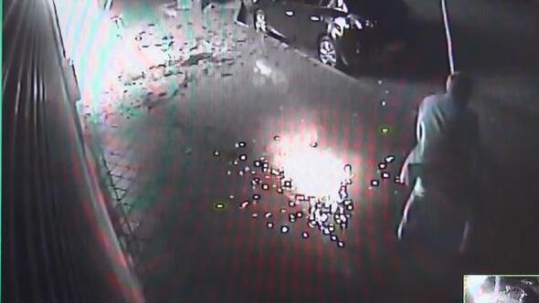 İş yerindeki yangın ve camların patlama anı kamerada