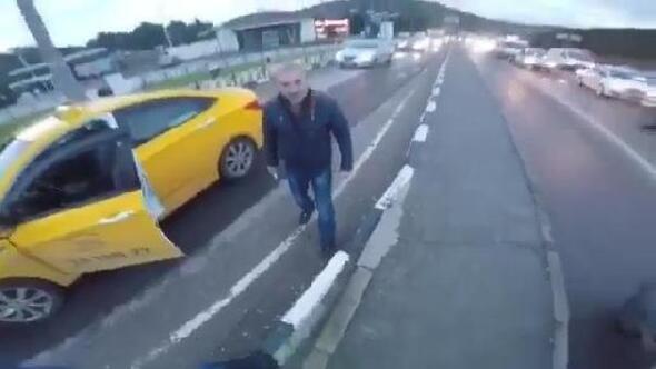 Trafik tartışmasında taksici motosikletliye bıçak çekti
