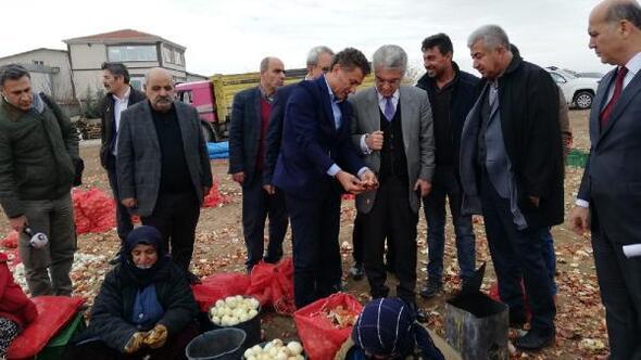 CHP, Polatlıda bulunan soğan depolarını gezdi