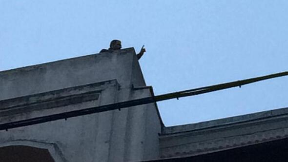 fotoğraf//İstiklal Caddesinde intihar girişimi... Tramvay seferleri durduruldu