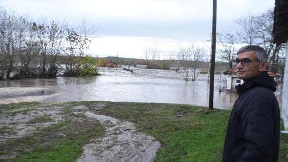 Edirnede sağanak, su baskınlarına neden oldu, yollar kapandı (7)