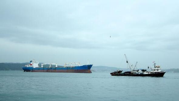 Karadenizdeki kötü hava koşulları boğaz trafiğini aksattı