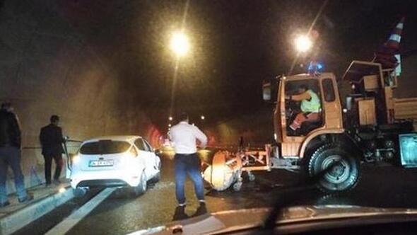 İzmirde, tünelde devrilen TIRın sürücüsü yaralandı