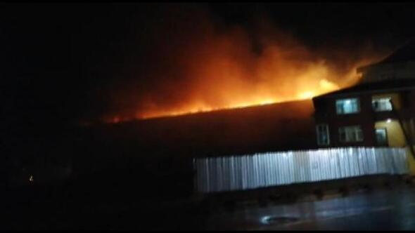 Fotoğraf//Arnavutköyde fabrika yangını