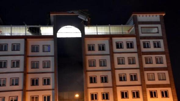 Ergenede fırtına, kaymakamlık binasının çatısını uçurdu