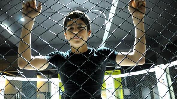 Kafes sporuyla Türk bayrağını dalgalandırıyorlar