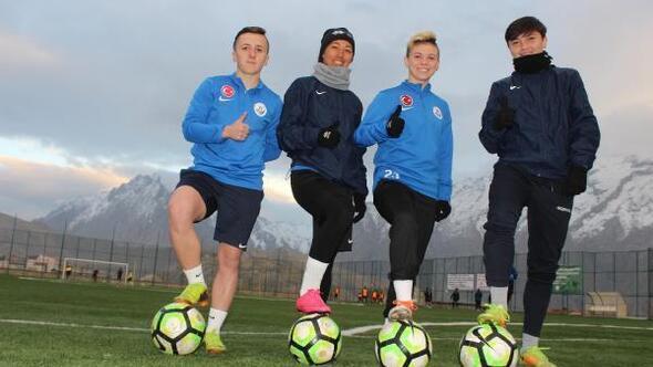 Hakkaride kadın futbol takımına 4 yabancı transfer