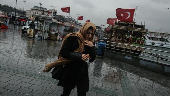 Fotoğraflar// İstanbulda soğuk ve yağışlı hava etkili oluyor