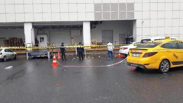 Ek fotoğraflar // Esenyurtta silahlı saldırıya uğrayan 1 kişi hayatını kaybetti