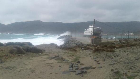 Çanakkalede adalara ulaşıma poyraz engeli