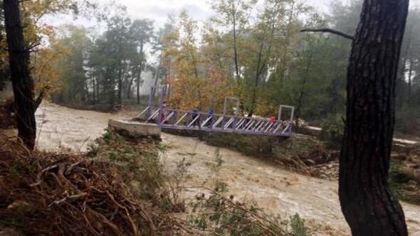 Manavgatta şiddetli yağış taşkına neden oldu (2)