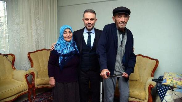 BaşkanErtürk, yaşlı vatandaşları ziyaret ediyor