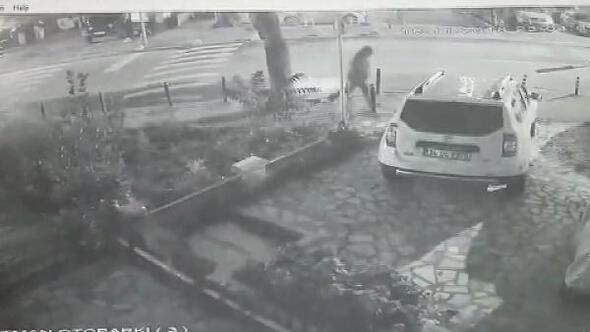 Kadıköyde muhtarlığa saldırı güvenlik kamerasında