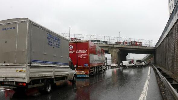 /geniş haber/ Seyrantepede zincirleme trafik kazası