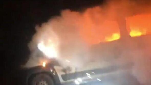 Park edildikten sonra yanan minibüs kül oldu