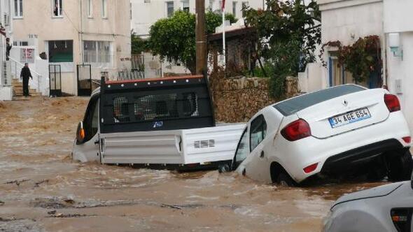 Denizdeki hortumun ardından Bodrumu yağmur ve dolu vurdu (2)
