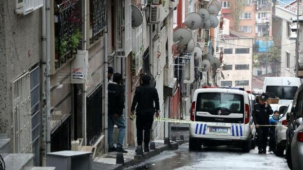 Şişlide hareketlilik: Polis bir sokakta önlem aldı (1)