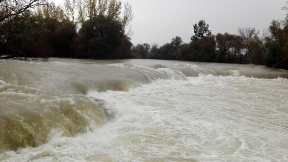 Manavgatta şiddetli yağış taşkına neden oldu (3)