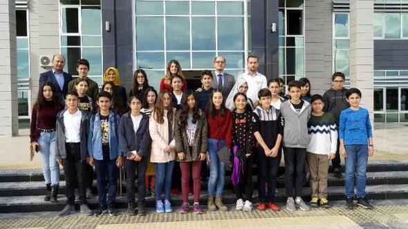 Öğrencilerden Finike Adliyesine ziyaret