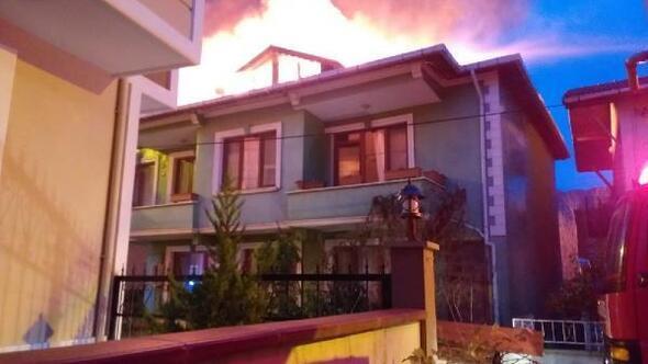 Ağvada iki katlı bina alev alev yandı