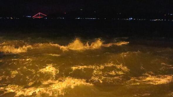 İstanbulda sağanak yağış ve fırtına etkili oluyor