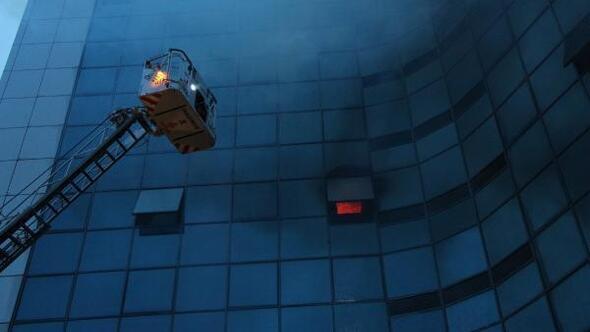 /ek fotolar// Şişlide 17 katlı iş merkezinde yangın (2)